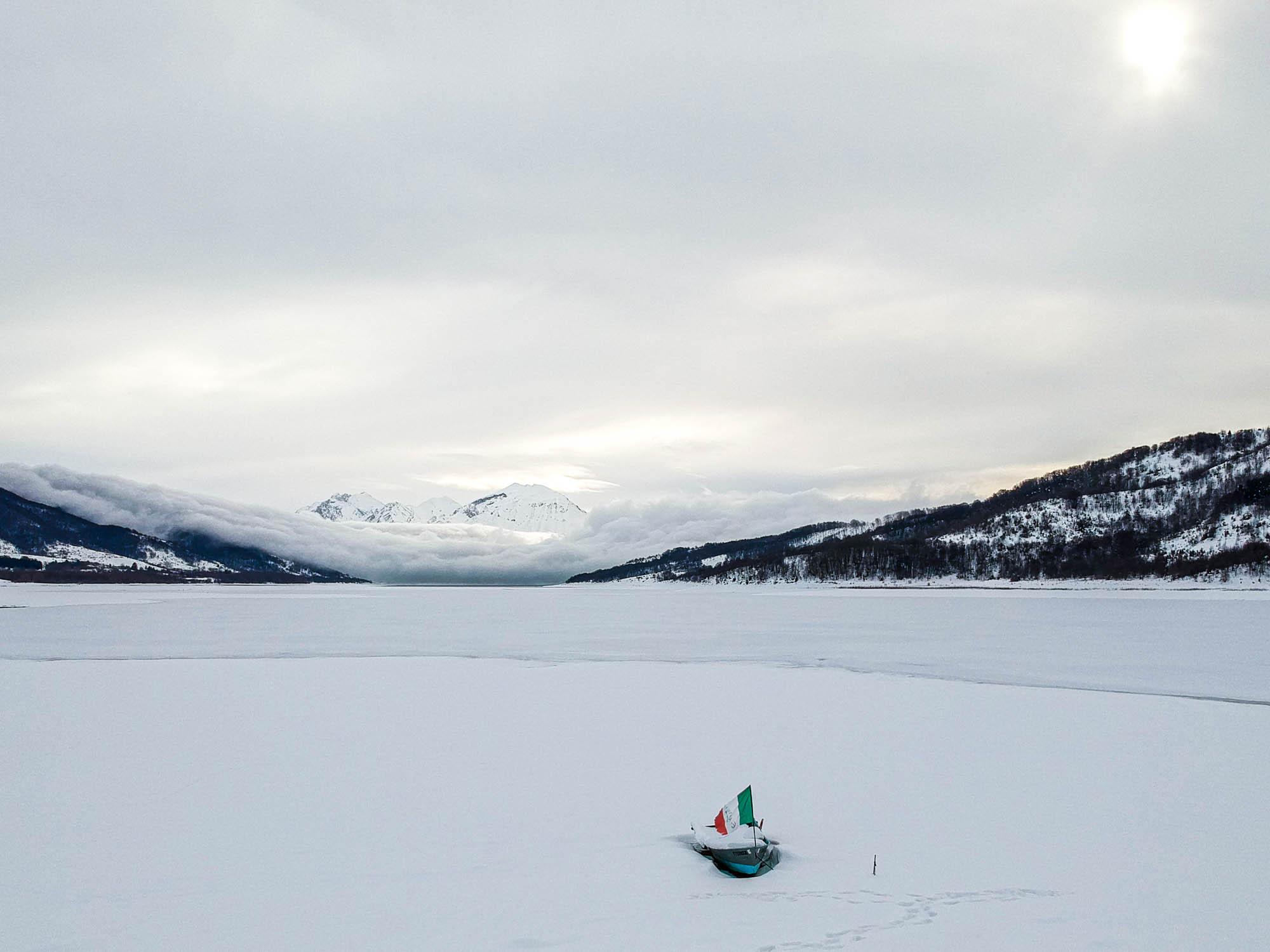 Il lago di Campotosto Ghiacciato